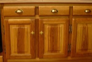 Cuisine en chêne brun pose meuble bas