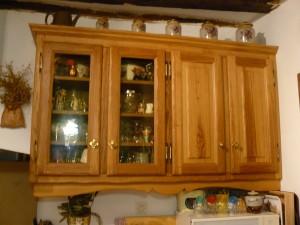 Cuisine en chêne brun pose meuble haut